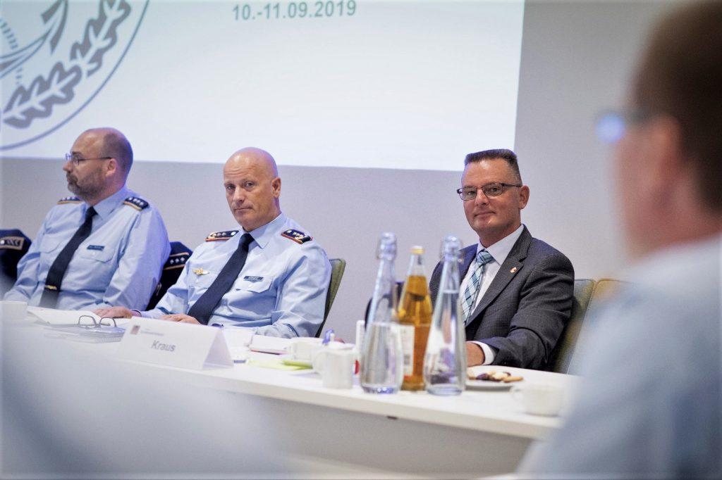 v.l.n.r.: Hpt Michael Scholz, GenLt Ingo Gerhartz, R. Uwe Kraus